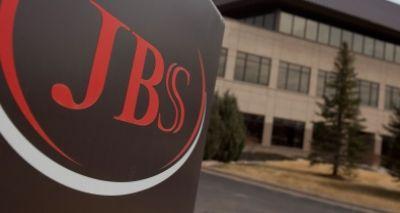 JBS suspende produção de carne bovina em 33 das 36 unidades do país