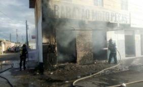 [Incêndio atinge loja de autopeças e proprietário sofre queimaduras]