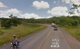 [Araçás: colisão de carro e caminhão deixa três mortos na BA-093]