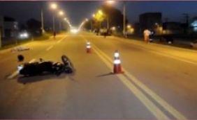[Dois motociclistas morrem após um deles invadir contramão na BR-101]