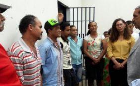 [Comitiva do governo visita presos e articula mediação de conflito de terras]
