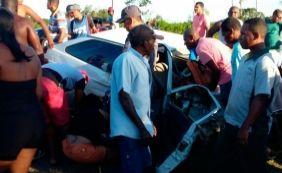 [Colisão entre dois carros mata homem e deixa três feridos na BR-101]