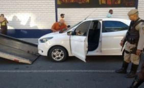 [Veículo roubado é recuperado durante blitz no bairro do Comércio]