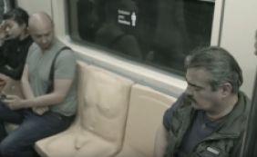 [Campanha contra o assédio no metrô usa banco com pênis; veja reação das pessoas]