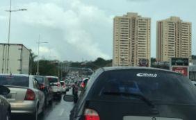 [Trânsito é complicado nesta terça; confira os pontos de maior retenção ]