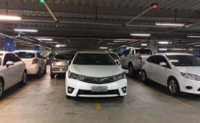 [Falta de educação: motorista estaciona entre duas vagas em shopping de Salvador]