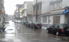 [Queda de raios em rede da Coelba deixa bairros de Salvador e RMS sem energia]