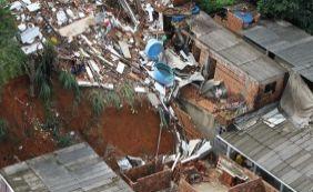 [Chuva causa deslizamentos de terra e alagamentos em Salvador]