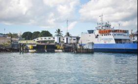 [Embarques pelo sistema ferry-boat acontecem a cada uma hora neste sábado]