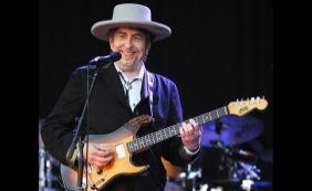 [Após quatro meses, Bob Dylan recebe prêmio Nobel de Literatura em Estocolmo]