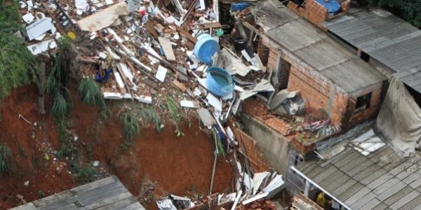 [Com muita chuva, deslizamento de terra volta a ser registrado em Salvador]