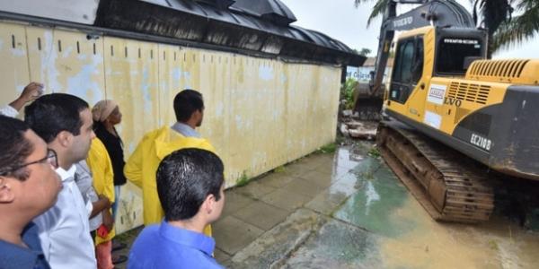 [ACM Neto determina reconstrução de escola danificada em Boca da Mata]