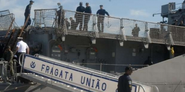 [FAB e Marinha do Brasil procuram tripulantes de navio desaparecido]