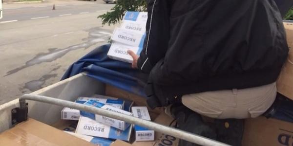 [PRF apreende 330 mil maços de cigarros contrabandeados na BR-116]