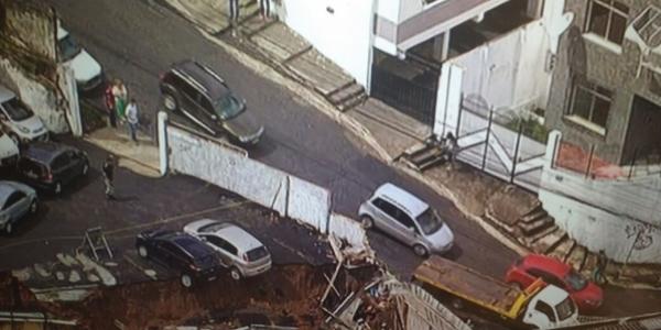 [ Muro cai em Nazaré na manhã desta terça;  não houve feridos ]