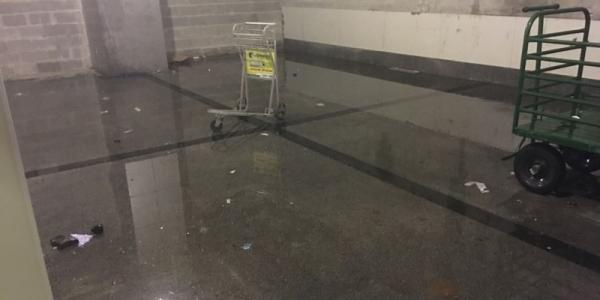 [Chuva alaga Aeroporto de Salvador e loja é atingida; veja]