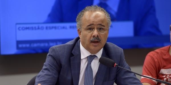 [Deputado relator da reforma política desiste de propor crime de caixa dois]