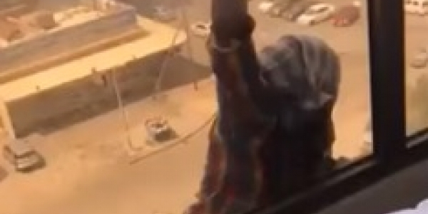 [Patroa filma empregada cair do 7º andar e não presta socorro; veja vídeo]