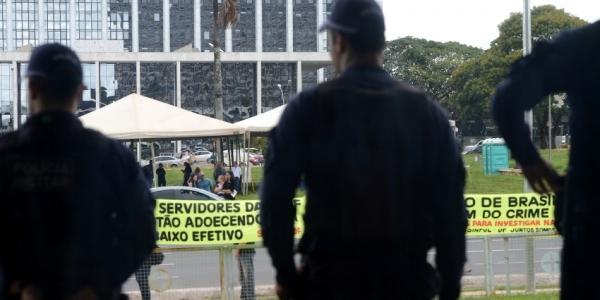 [Supremo Tribunal Federal proíbe greves para todas as carreiras policiais]