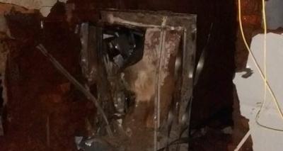 Grupo com 15 homens armados explode agência bancária no interior