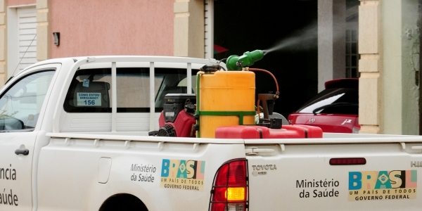 """[ Muriçocas atormentam moradores de Lauro de Freitas: """"Não pode usar o fumacê""""]"""