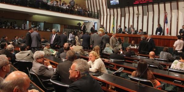[Assembleia Legislativa aprova fim de reeleição da Mesa Diretora]