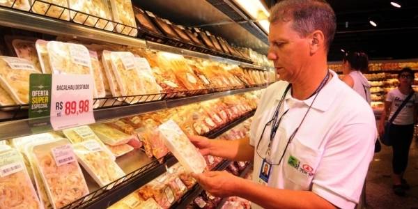 [Ministério encontra bactérias em 8 de 302 amostras de frigoríficos]