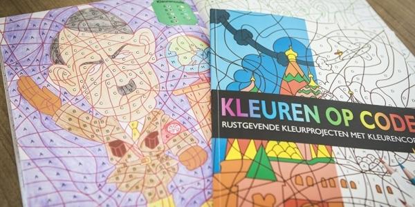 [Empresa vende livros de colorir com a imagem de Hitler e causa constrangimento]
