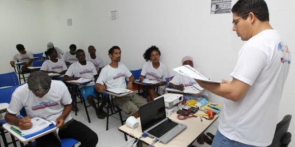 [Governo oferece cursos profissionalizantes para pessoas em situação de rua]