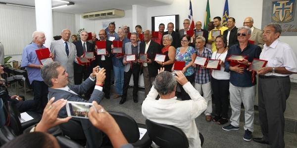 [Palestra e homenagem a 50 cronistas desportivos marcam Dia do Jornalista na Bahia]