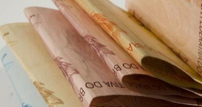 Salário mínimo proposto pelo governo é de R$ 979 para 2018