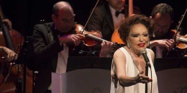 [Bibi Ferreira passa mal durante show no Teatro Castro Alves nesta sexta-feira]