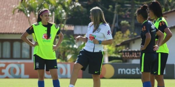 [Seleção Brasileira feminina enfrenta a Bolívia neste domingo]