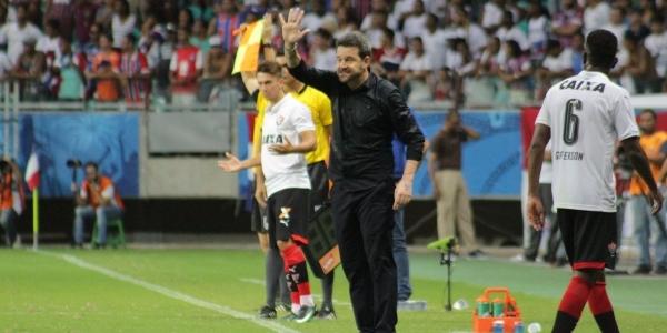 [Argel exalta atuação do Vitória e diz que time mereceu o resultado contra o Bahia]