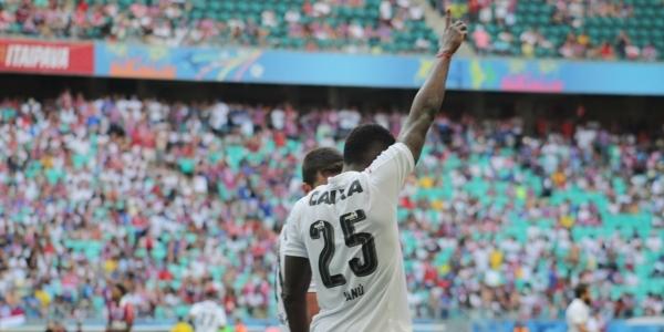 [\'É sempre bom fazer gol em clássico\', diz Kanu após marcar contra o Bahia]