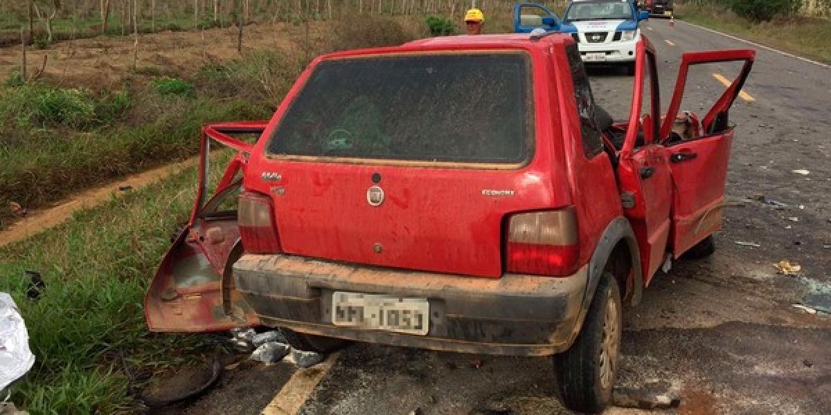 [Colisão entre carro e caminhão mata jovem de 28 anos na BA-250 ]