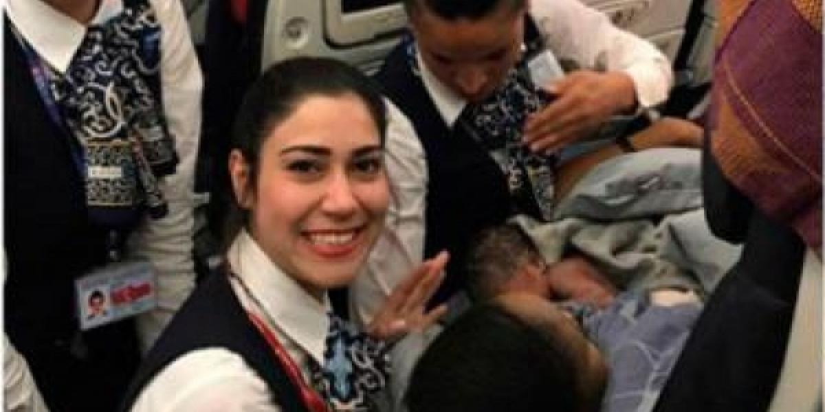 [Mulher dá à luz dentro de avião e tripulação ajuda no parto]