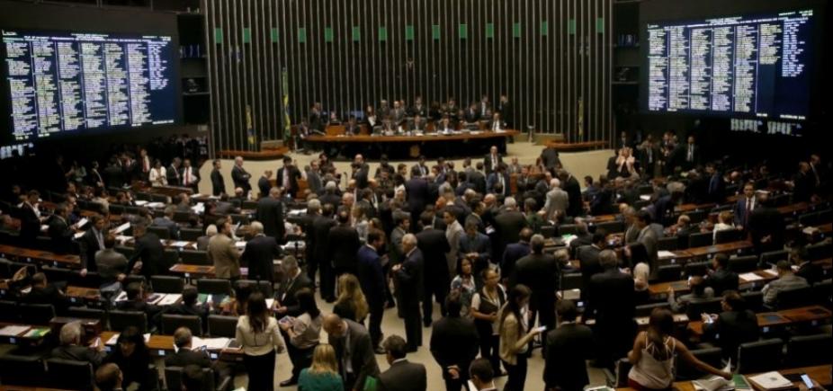 [Câmara volta a adiar votação de projeto de socorro a estados em crise]