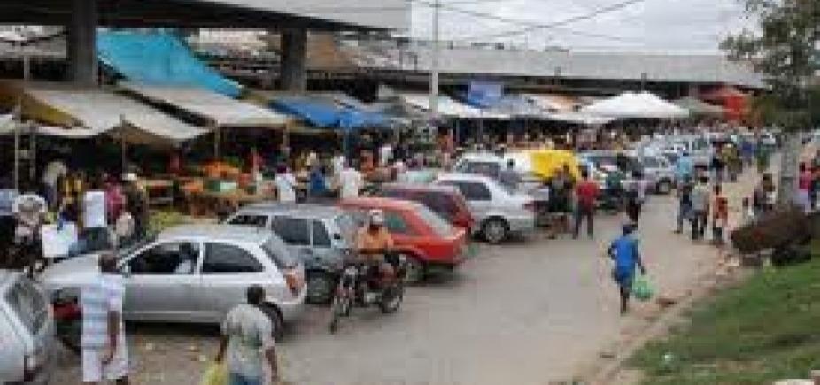 [Fiscais encontram produtos vencidos em 2013 sendo vendidos em centro comercial de Feira]