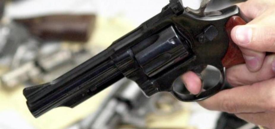 [Jovem de 20 anos é baleado em tentativa de assalto no Porto da Barra]