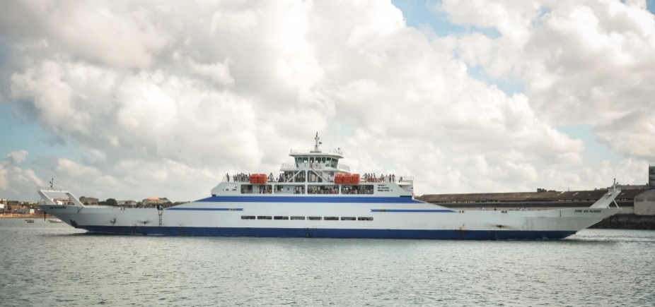 [Movimento para embarque no ferry boat é moderado ]