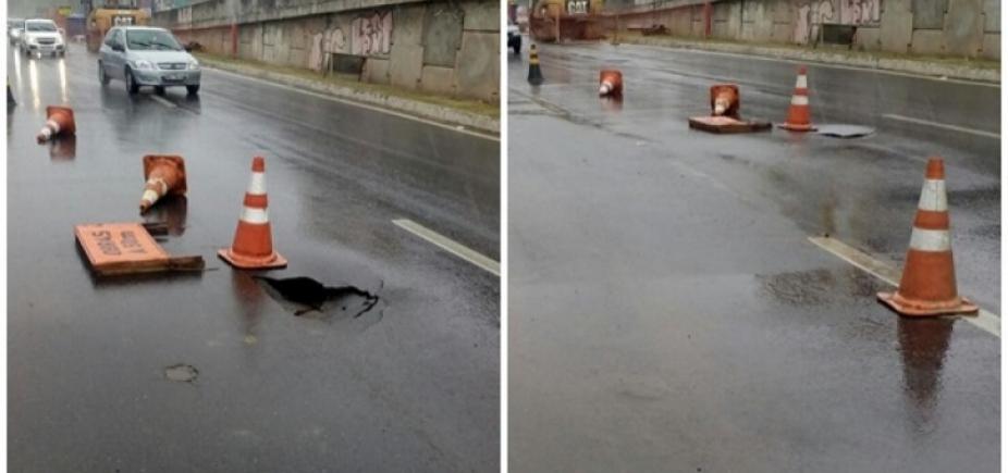 [Chuva: cratera da Av. Heitor Dias já foi fechada, diz Seman]