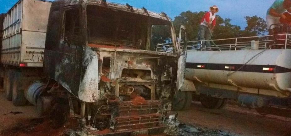[Duas carretas pegam fogo em diferentes rodovias que cortam o oeste do estado]