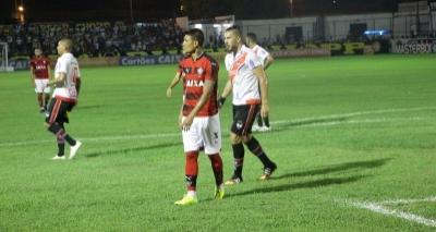Kieza e Gabriel Xavier desfalcam o Vitória nos próximos dois jogos