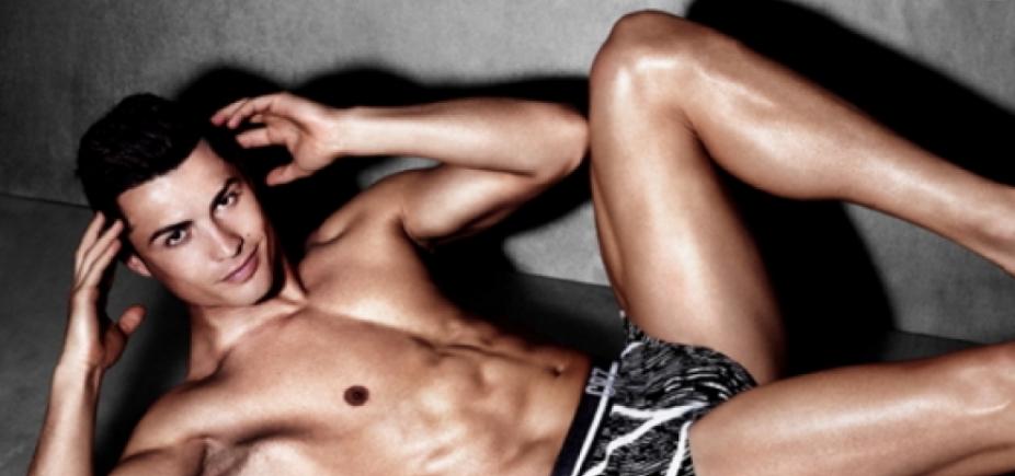 [Modelo conta que Cristiano Ronaldo usa enchimento para campanhas de cueca]