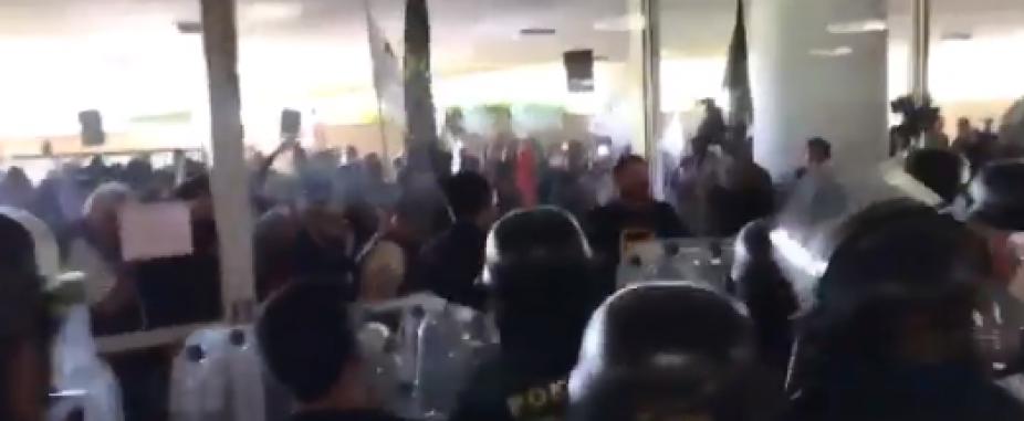 [Policiais entram em confronto com Polícia Legislativa no Congresso; veja vídeo]