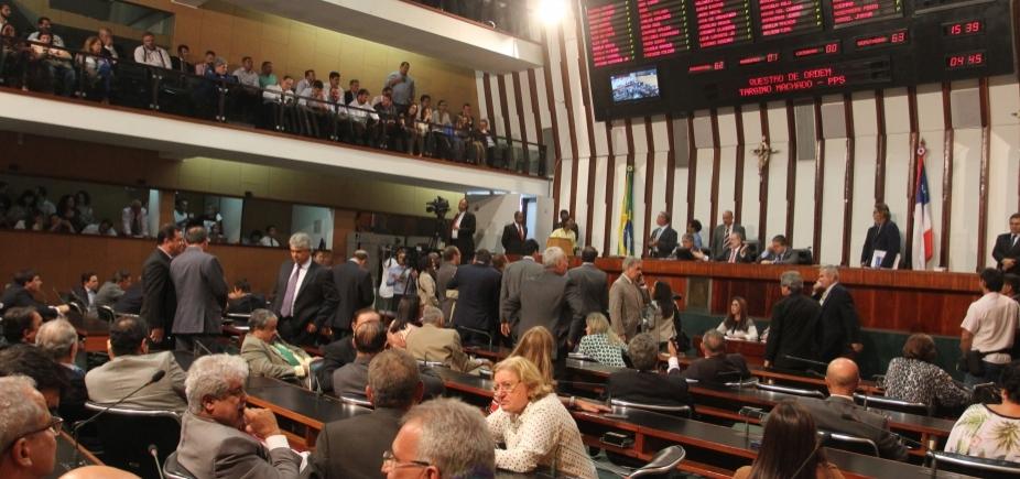 """[Deputado baiano que falta sessão tem dia cortado: """"Plenário só anda cheio""""]"""