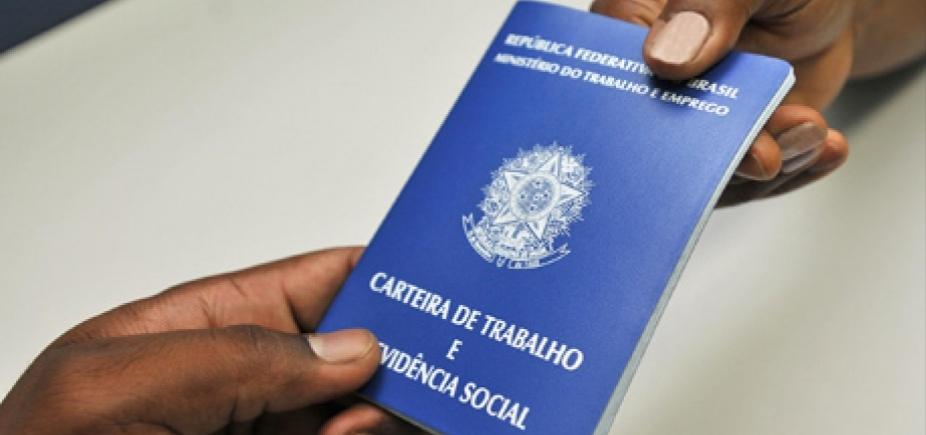 [Brasil volta a apresentar queda no número de postos de emprego formal em março]