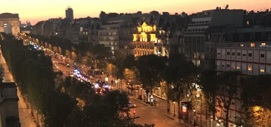 [Policial morre e outro fica ferido após tiroteio em Paris]