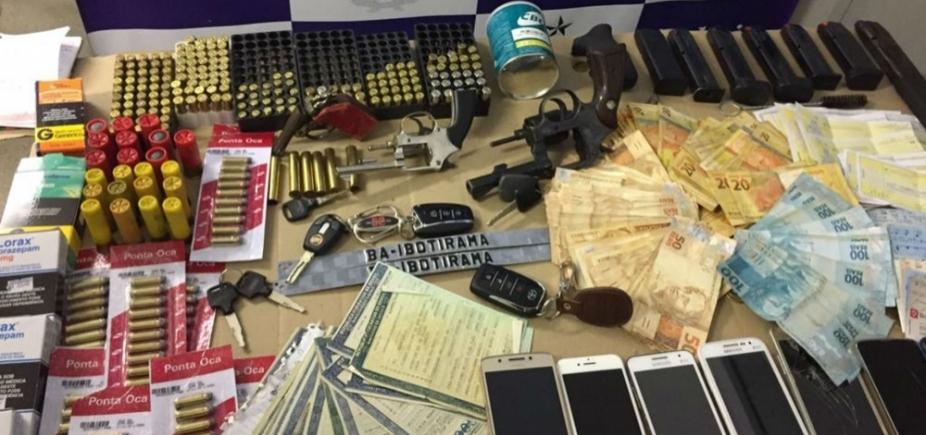 [Polícia apreende mais de 500 munições, R$ 8 mil, armas e carros durante prisão de suspeito]